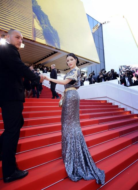Ly Nha Ky mac kin dao sau nghi van bi lo nguc o Cannes hinh anh 5