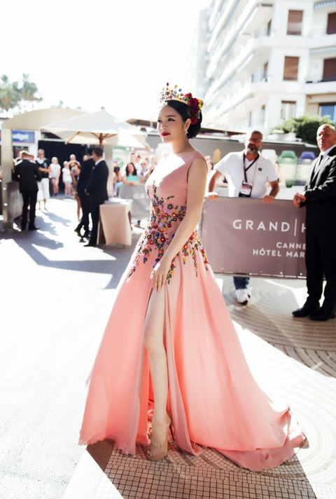 Ly Nha Ky hoa nu than tren tham do Cannes hinh anh 1