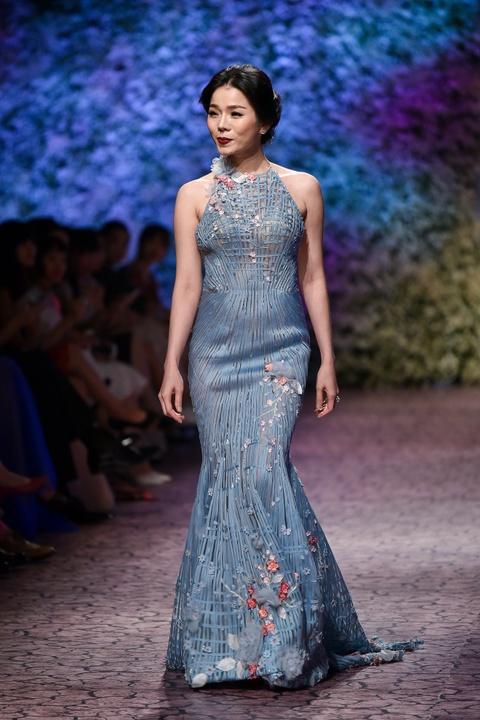Le Quyen, Thu Phuong dien thoi trang o show Hoang Hai hinh anh 2