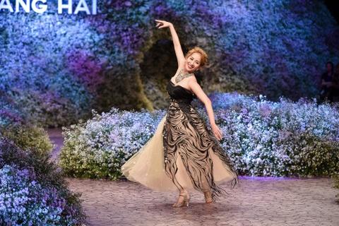 Le Quyen, Thu Phuong dien thoi trang o show Hoang Hai hinh anh 3
