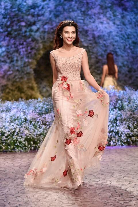 Le Quyen, Thu Phuong dien thoi trang o show Hoang Hai hinh anh 9