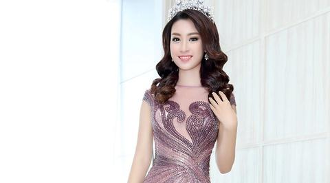 My Linh, Pham Huong vao top trang phuc dep thang 9 hinh anh