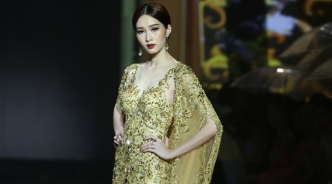 Dang Thu Thao lam nang tho catwalk an tuong hinh anh