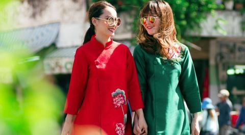 Yen Trang - Yen Nhi goi y trang phuc dao pho Tet hinh anh
