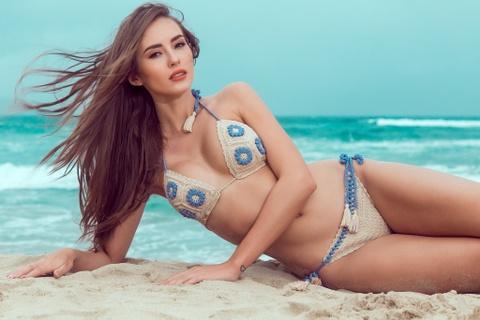 Ha Anh va Hoa hau, A hau Toan cau chup anh bikini o Da Nang hinh anh 7