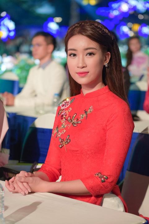Ly Nha Ky dien ao dai den du Le hoi Ao dai tren pho di bo Sai Gon hinh anh 3