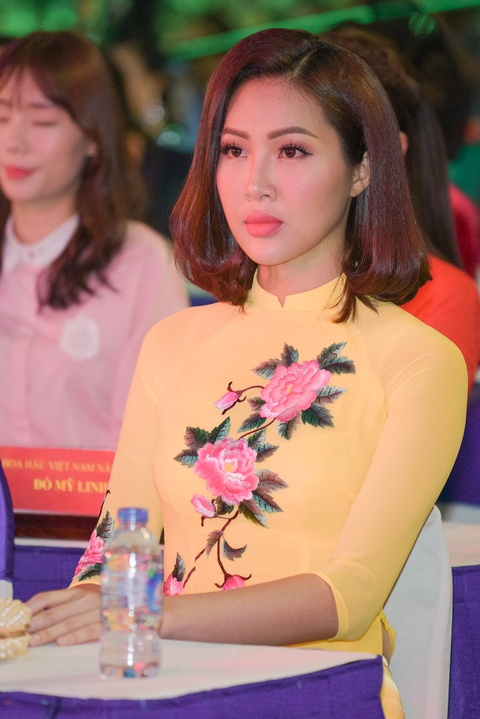 Ly Nha Ky dien ao dai den du Le hoi Ao dai tren pho di bo Sai Gon hinh anh 4