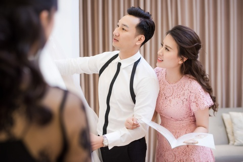 MC Thanh Trung dua vo 9X di thu vay cuoi truoc hon le hinh anh