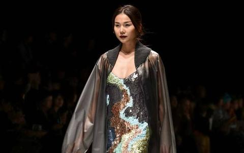 Thanh Hang noi bat tren san dien Tokyo Fashion Week hinh anh