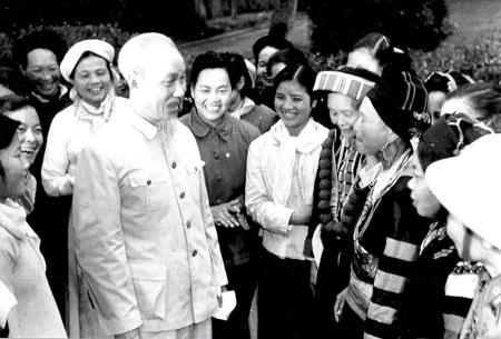 Su gia My ke chuyen Bac Ho lam Cach mang thang Tam hinh anh