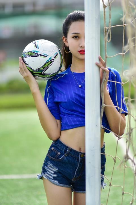 Top 5 Hoa khoi Ao dai doan Italy thang Tay Ban Nha ty so 2-1 hinh anh 5