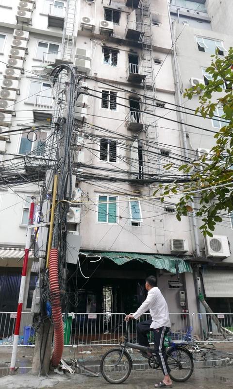 Canh do nat sau vu chay quan karaoke Tran Thai Tong hinh anh 12