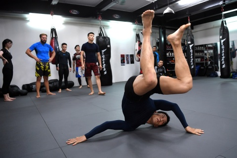 Kham pha lo vo tong hop MMA hang dau Ha Noi hinh anh 3