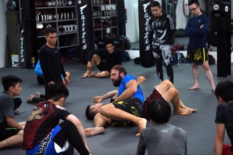 Kham pha lo vo tong hop MMA hang dau Ha Noi hinh anh 5