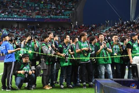 Nhung bong hong phong vien anh U20 World Cup tai Han Quoc hinh anh 2