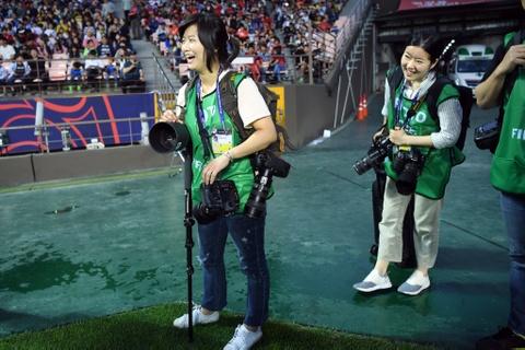 Nhung bong hong phong vien anh U20 World Cup tai Han Quoc hinh anh 4