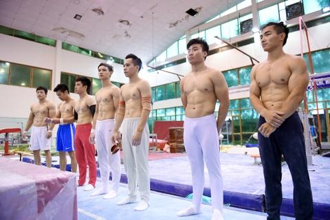 Cac VDV TDDC Viet Nam khoe than hinh sieu mau truoc SEA Games hinh anh 1