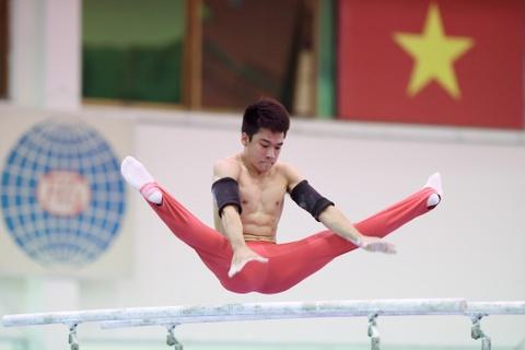 Cac VDV TDDC Viet Nam khoe than hinh sieu mau truoc SEA Games hinh anh 16