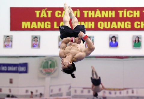 Cac VDV TDDC Viet Nam khoe than hinh sieu mau truoc SEA Games hinh anh 8