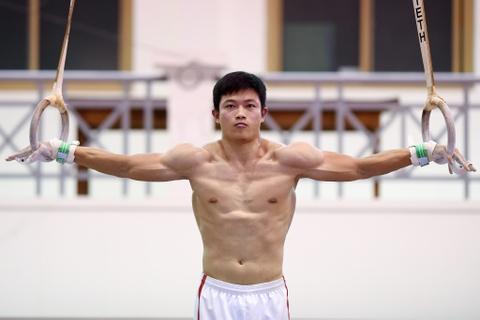 Cac VDV TDDC Viet Nam khoe than hinh sieu mau truoc SEA Games hinh anh 15
