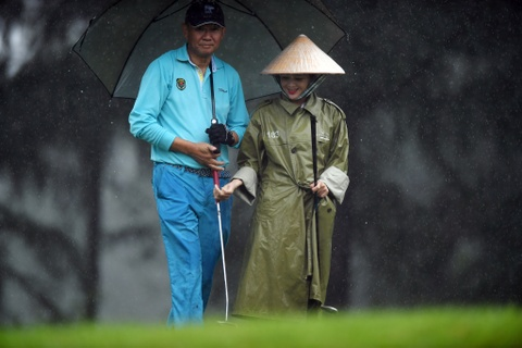 Hon 100 CEO du APEC danh golf duoi mua tam ta o Hoi An hinh anh 16