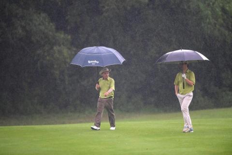 Hon 100 CEO du APEC danh golf duoi mua tam ta o Hoi An hinh anh 3