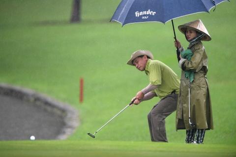 Hon 100 CEO du APEC danh golf duoi mua tam ta o Hoi An hinh anh 12