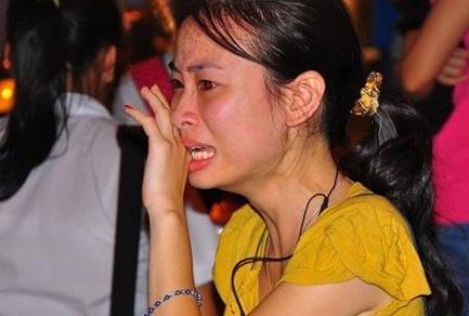 Nuoc mat nguoi tre trong phut cuoi cung vieng Dai tuong hinh anh