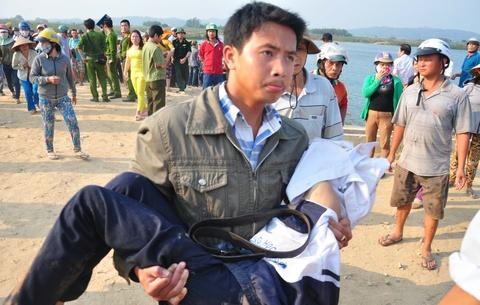 Tim thay thi the 9 hoc sinh chet duoi o Quang Ngai hinh anh