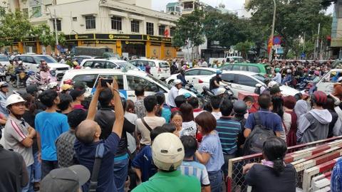 Hang tram ban tre Sai Gon xep hang tu sang som cho ong Obama hinh anh 8