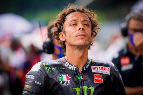 Valentino Rossi gia nhap doi dua Petronas Yamaha SRT tu MotoGP 2021 hinh anh