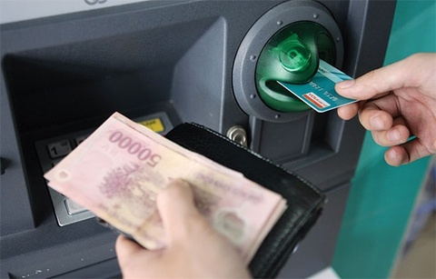 Di rut tien tai ATM, khach hang can chu y nhung gi? hinh anh