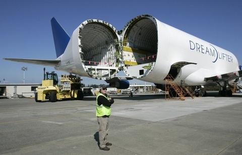 Tap doan FLC lay dau ra tien mua 20 may bay Boeing 787? hinh anh