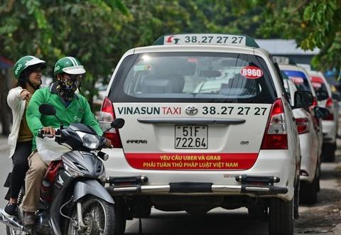 Taxi Vinasun lam an ra sao giua vong xoay kien tung voi Grab? hinh anh