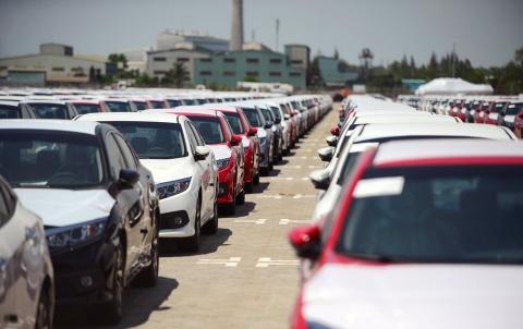 Ôtô nhập khẩu hơn 400 triệu ùn ùn về Việt Nam, đại lý vẫn khan hàng