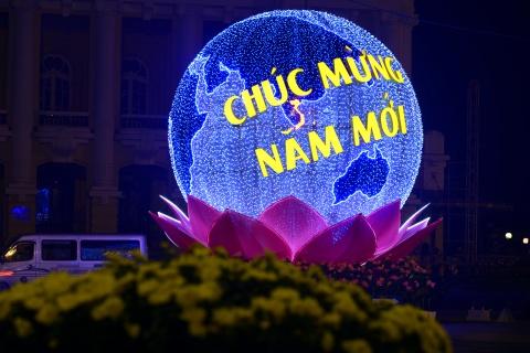 Pho phuong Ha Noi ruc ro don Tet Binh Than hinh anh 15