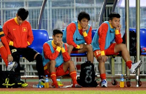 Thua U23 Malaysia, U23 Viet Nam ve nuoc som hinh anh