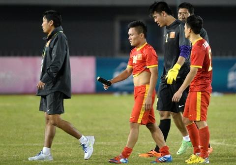 U23 Viet Nam be tac va guc nga o tran cau song con hinh anh