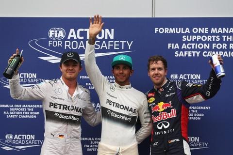 Lewis Hamilton gianh pole trong chieu mua Sepang hinh anh