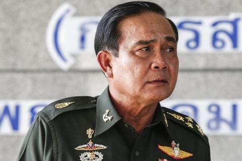 Vua Thai phong tuong dao chinh lam chi huy hoi dong quan su hinh anh