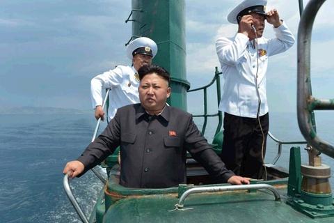 Kim Jong Un thi sat don vi tau ngam hinh anh
