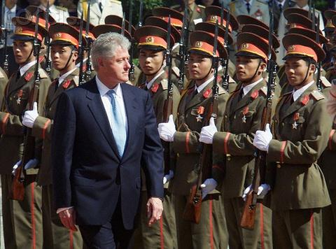 Nhung chuyen tham Viet Nam cua Bill Clinton hinh anh