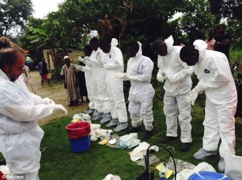 Vi sao Ebola la dich benh nguy hiem nhat hien nay? hinh anh