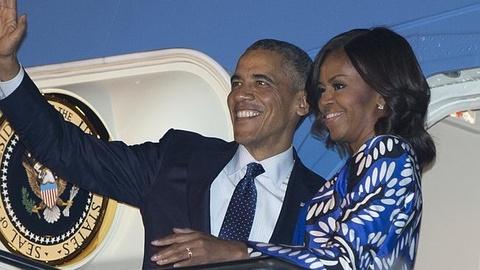 Ba Obama khien du luan day song khi toi Saudi Arabia hinh anh