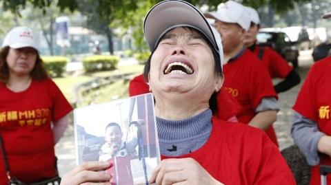 Mot nam khac khoai cua than nhan hanh khach MH370 hinh anh