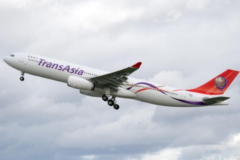 May bay TransAsia ha canh voi mot dong co hinh anh
