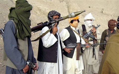 Taliban tan cong trai giam, giai thoat 400 tu nhan hinh anh