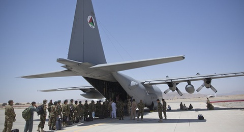 May bay My roi o Afghanistan, 12 nguoi chet hinh anh