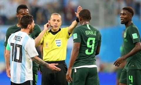 Cuu trong tai FIFA giai thich vi sao phai thoi phat den cho Nigeria hinh anh