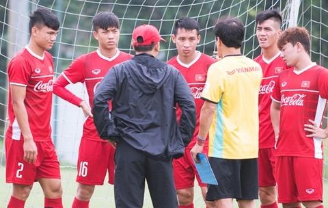 Nha bao Vu Cong Lap: Cho kha nang thich ung cua U23 Viet Nam hinh anh